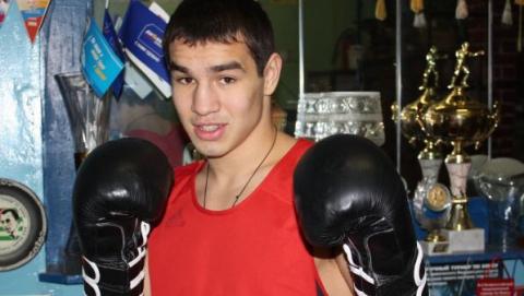 Боксер Артем Чеботарев победил соперника из Венгрии
