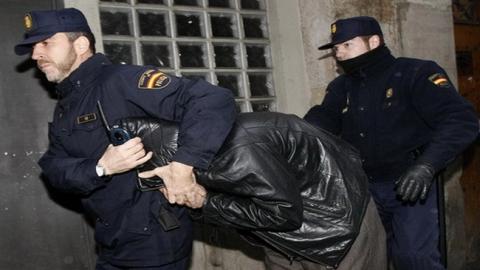 Подозреваемый в изнасиловании сестры азербайджанец выслан на родину