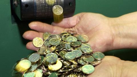 Ремесленники области прошли курс мокрого валяния и занимались чеканкой монет