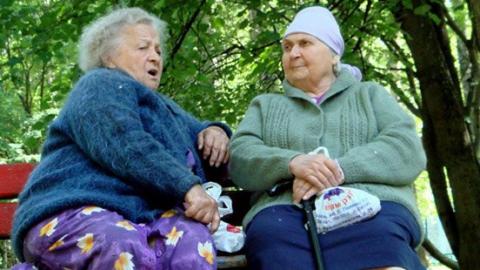 ВСаратове сидевшие налавочке пенсионерки помогли раскрыть грабеж