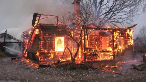 В поселке Юриш полностью сгорел частный дом