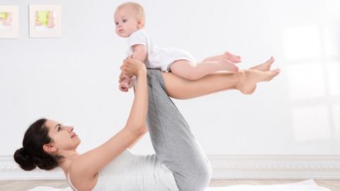 Молодых мам приглашают заниматься фитнесом вместе со своим малышом