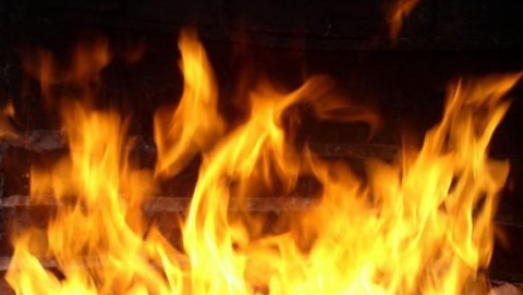 Напожаре вВольске пенсионер насмерть отравился угарным газом