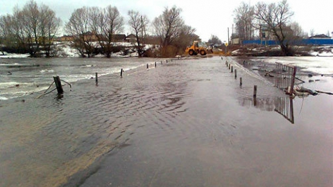 Из-за паводка для проезда закрыт мост вИвантеевском районе