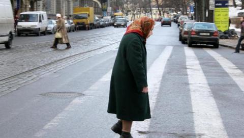 Устадиона «Волга» бетономешалка сбила назебре пенсионерку