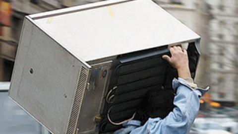 Саратовчанка украла холодильник, чтобы пустить квартирантов вкомнату