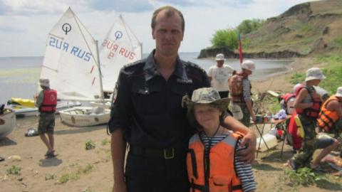 Спасший девять детей полицейский покончил с собой на кладбище