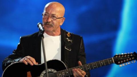 Александр Розенбаум переломал ребра в Саратове и перенес следующий концерт
