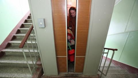Рабочие специально сломали лифт вдоме. Дело передано всуд