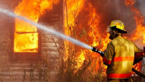 Ночью в Саратове едва не сгорела баня