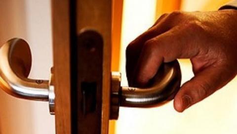 Незваный гость отобрал у хозяина дома оружие