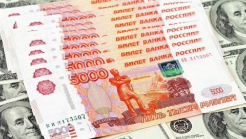 Рубль укрепился после восстановления цен на нефть и снижения запасов сырья в США
