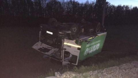 На трассе под Петровском водитель пострадал при опрокидывании грузовика