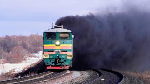 В Ртищево загорелся груженый углем поезд