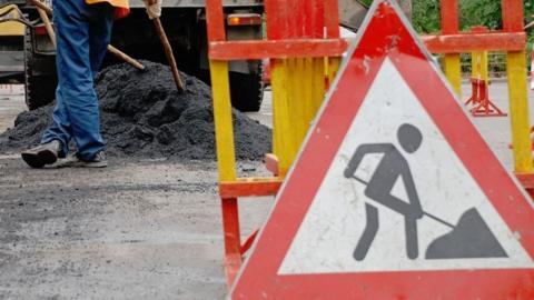 Улицу Рахова отремонтируют после порыва трубы канализации
