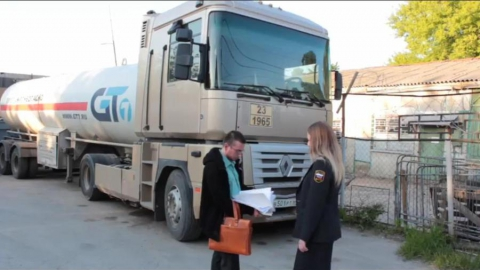 Автозаправка задолжала 2 млн. Арестован тягач «Рено»