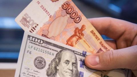 Российский рубль укрепился по отношению к доллару
