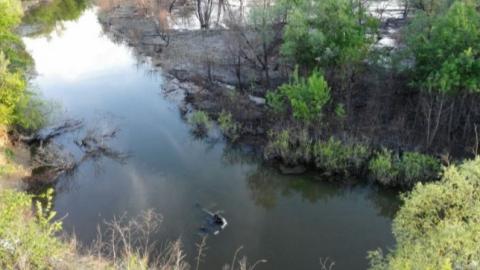 ВСаратовском районе женщина-водитель утонула, перевернувшись вреку наиномарке