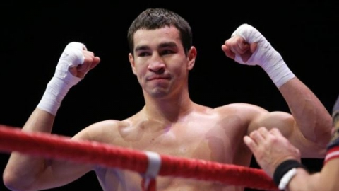 Артем Чеботарев нокаутировал кенийского боксера во втором раунде