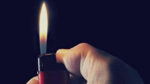 Отвергнутый возлюбленный подкрепил угрозу убийством поджогом калитки