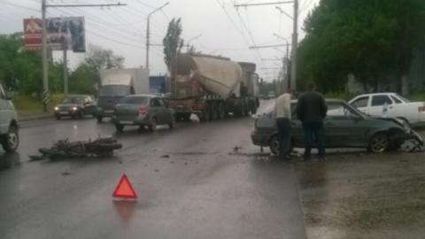 В Саратове мотоциклист пострадал при столкновении с легковушкой