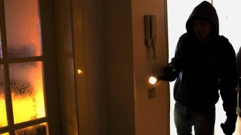 В Турковском районе пьяный парень залез в дом бывшей жены и заснул