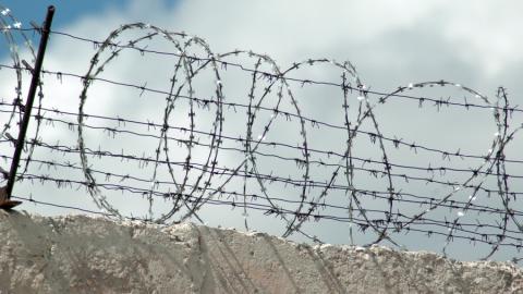 Бывшие сотрудники тюрьмы получили по два года колонии за мошенничество