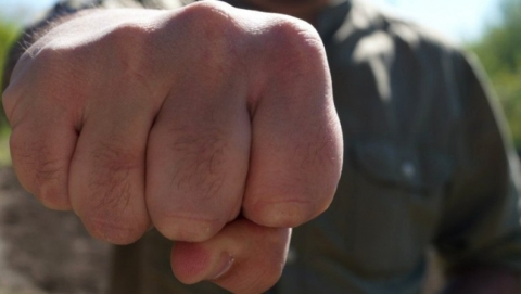 В Марксе пьяный нарушитель спокойствия соседей ударил сотрудника Росгвардии