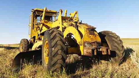 В Турковском районе рецидивист угнал трактор с базы КФХ