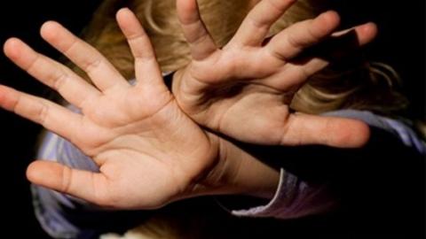 Под Саратовом четырехлетнюю девочку совратил сожитель ее бабушки