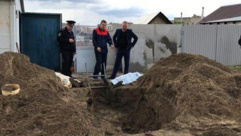 ВСаратове двое мужчин оказались живьем погребенными ввырытой яме