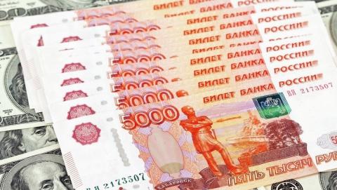 Рубль остается под давлением из-за ситуации на нефтяном рынке