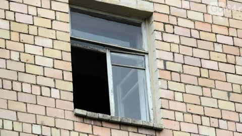 Под Саратовом двухлетняя девочка упала изокна 5-ого  этажа
