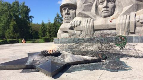 В Балашове поджигатель венков на Вечном огне отработает 30 часов
