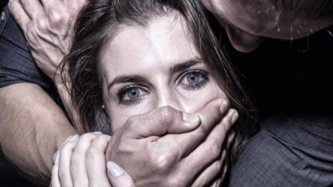 Саратовец изнасиловал жену собутыльника и уехал в Москву