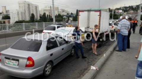 """Девушка и годовалый мальчик пострадали в массовом ДТП на мосту """"Саратов-Энгельс"""""""