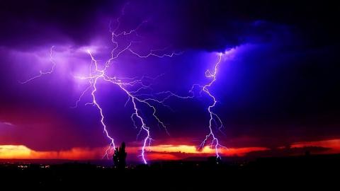 В Саратове синоптики прогнозируют усиление ветра и грозу