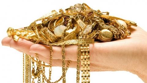 Саратовчанка подозревается в краже золота на 30 тысяч рублей