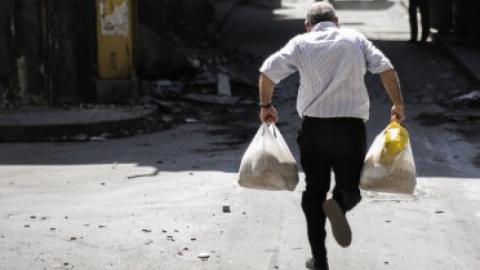 В Энгельсском районе бомж избил знакомого за продукты питания