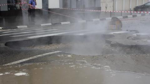Энергетики заменят поврежденный участок тепломагистрали на Чернышевского