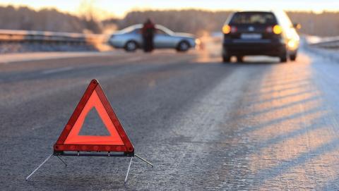На трассе под Саратовом столкнулись три автомобиля