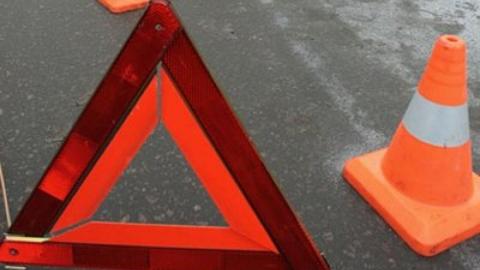 Под Саратовом на трассе пожилой водитель иномарки снес ограждение