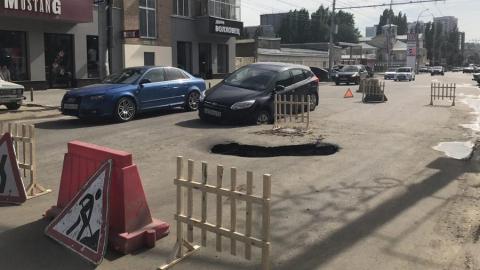На Чернышевского в яму провалилась иномарка