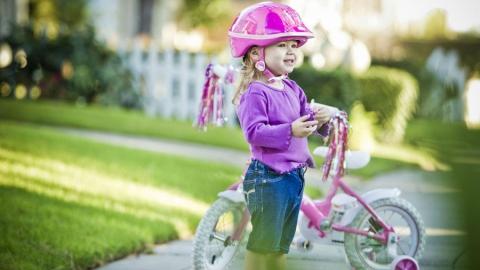 """В Саратове водитель """"КамАЗа"""" сбил двухлетнюю девочку на велосипеде"""