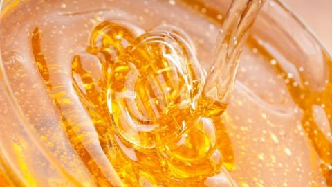 Жительница Казани отправила саратовскому заключенному телефон в ведерке с медом