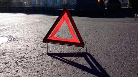 Водитель легковушки пострадал в аварии с грузовиком на трассе под Саратовом