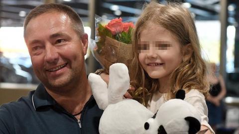 Сегодня спасенная из турецкой тюрьмы девочка возвращается домой