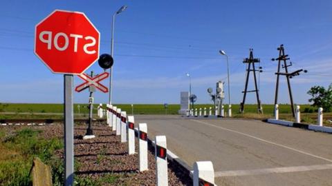 Вечером закрывается переезд Примыкание-Багаевка в Заводском районе