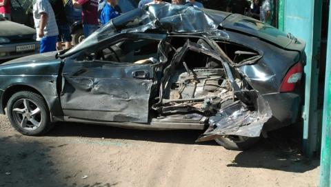 """В Энгельсе водитель """"Приоры"""" погиб в аварии с грузовиком"""