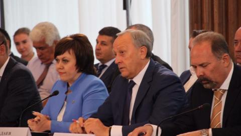 Медведев поддержал предложения Радаева об ипотечном кредитовании